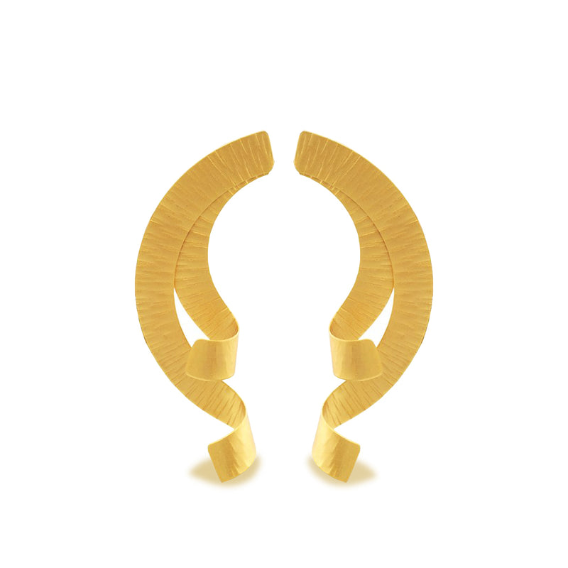 Hammered gold half wreath earring
