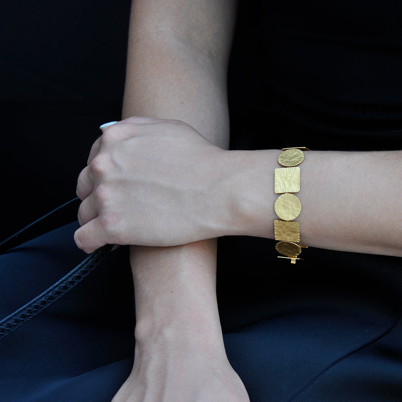 Gold geometrical linked bracelet