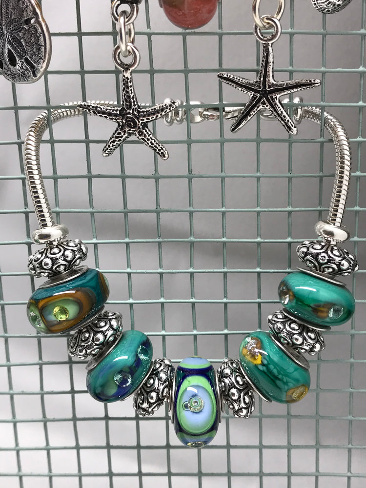 Load image into Gallery viewer, Blue Green Peacock Glass Charm Bead Bracelet