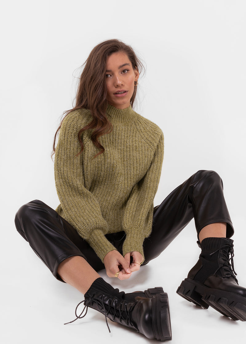 THE KNITTED FAVE | OLIVE