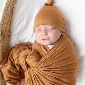 Swaddle Blanket & Baby Hat (Newborn - 3 mo.)