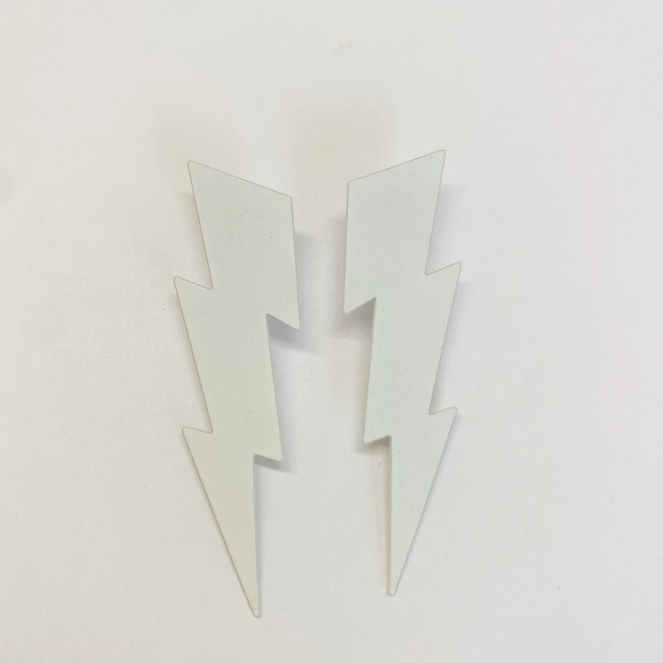 Lightning bolt earrings, white