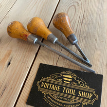 Load image into Gallery viewer, Vintage set of 3 x MOORE & WRIGHT England SMALL  SCREWDRIVERS T10027