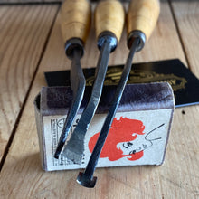 Load image into Gallery viewer, Vintage 6x Specialist CARVING tools boxwood handles T1516