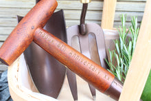 Load image into Gallery viewer, Personalised Garden Tool Set Fork Trowel Trug Dibber Gift Set