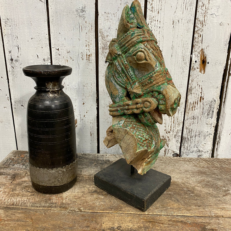 A PAIR OF 19TH CENTURY ARCHITECTURAL HORSE HEAD CARVING STATUES • GREEN
