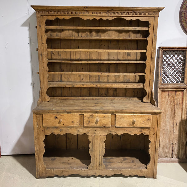 PRIMITIVE ANTIQUE FARMHOUSE KITCHEN PINE DRESSER (W153CM | H213CM)