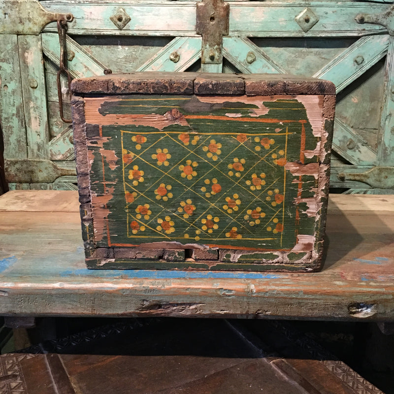 Vintage hand painted box | 07377