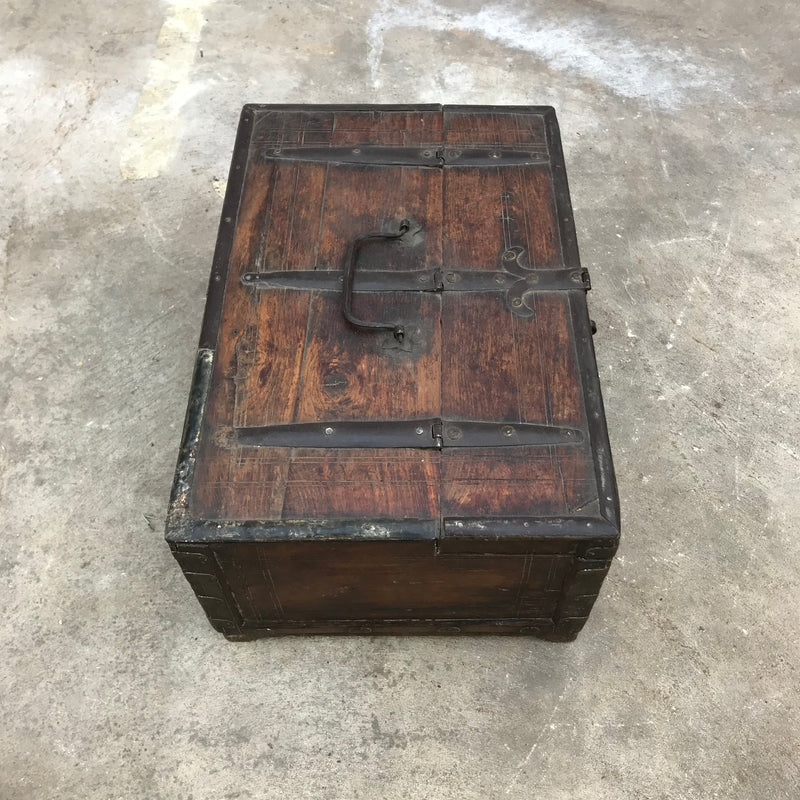 Rustic vintage decorative box with metal handles great for jewellery or stationery  | 36537