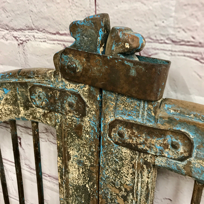 Vintage Indian Dog Gate with blue and cream patina (H115CM | W108CM)