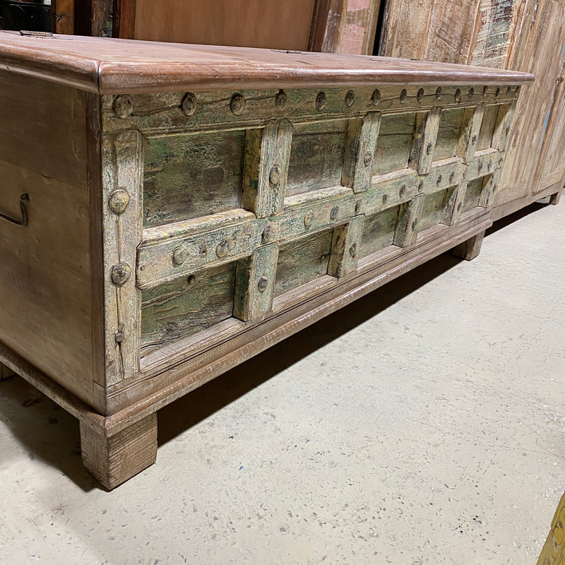 HAND CARVED INDIAN BLANKET CHEST (W163CM | H61CM)