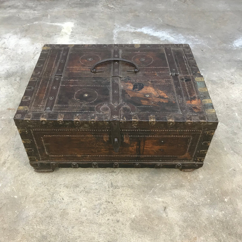RUSTIC ANTIQUE INDIAN DOWRY BOX HAND CARVED