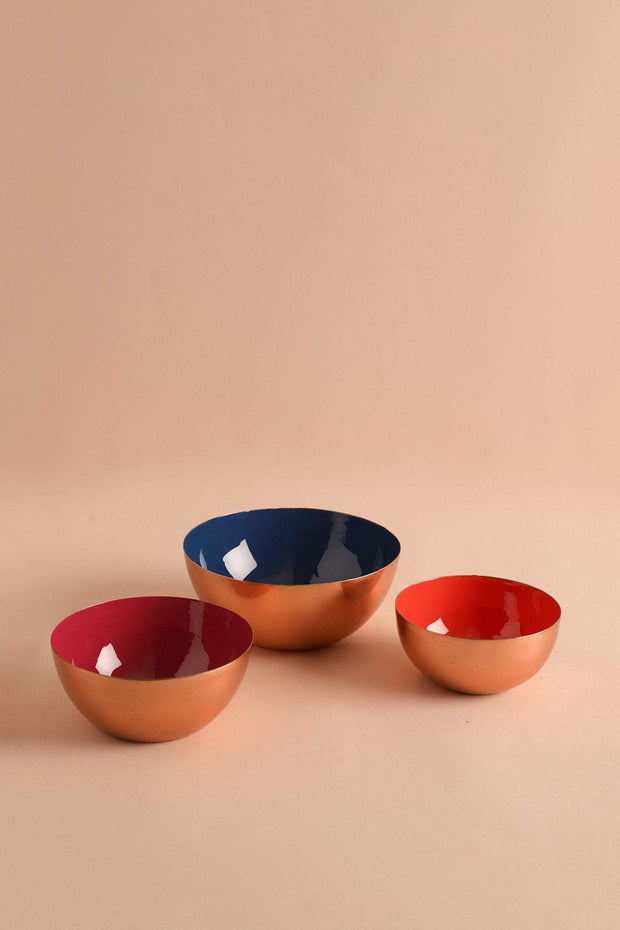 A Set Of 2 Metal Serving Bowl In Rose Gold/Vermillion Color