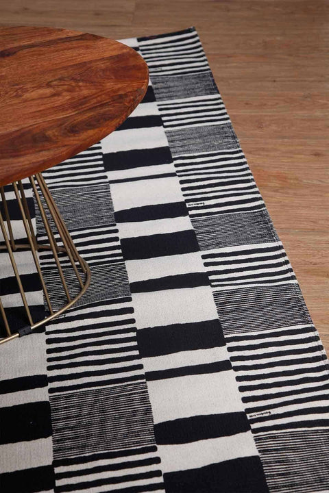100% Cotton Printed Rug In Black/White Color And Screen Printed Geometric Style