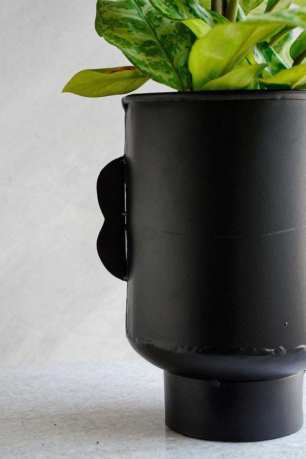 Senhur Medium Metal Vase (Black)