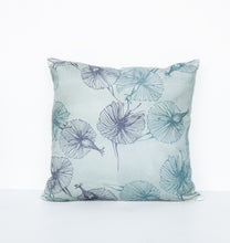 "Afbeelding in Gallery-weergave laden, Cushion ""Kinmokusei"""