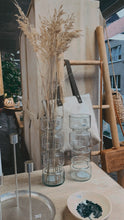 "Afbeelding in Gallery-weergave laden, Vase recycled glass ""Paloma"""