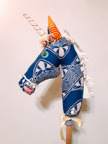 Stick Horse - Unicorn blue / white Roses