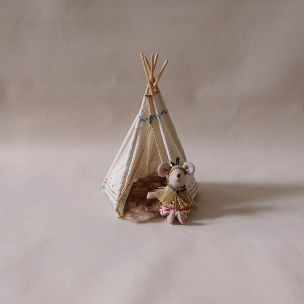 Little Sister Mouse W/Teepee
