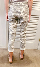 Load image into Gallery viewer, Look Mode Camo Pants