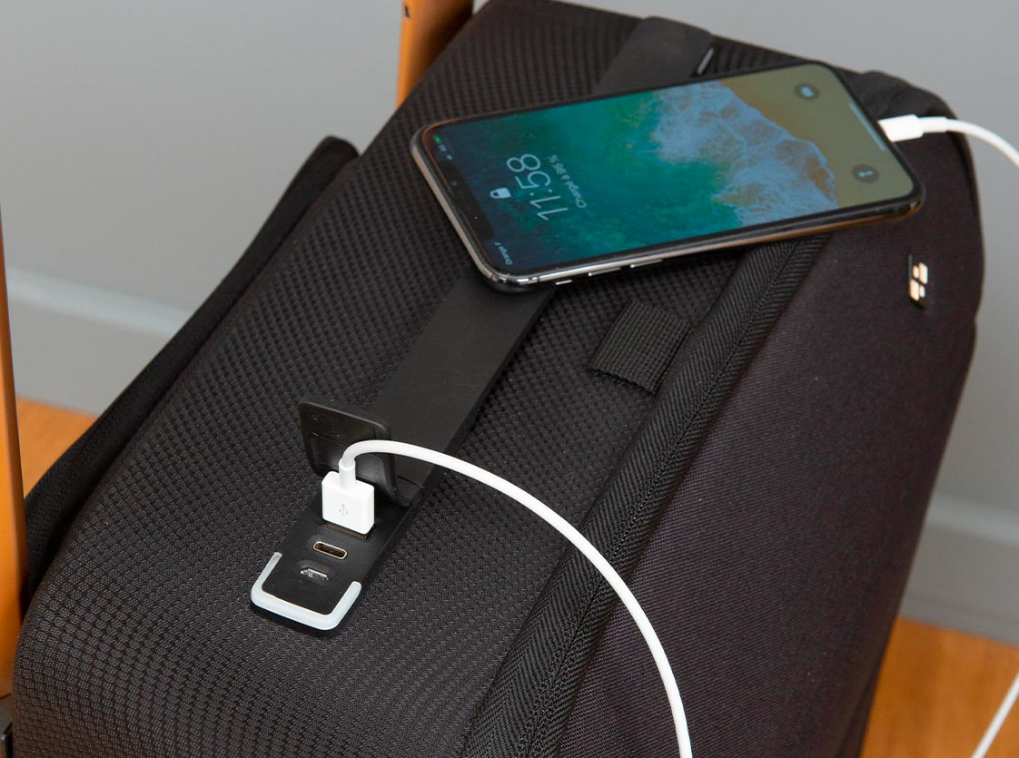 cabin luggage with removable powerbank