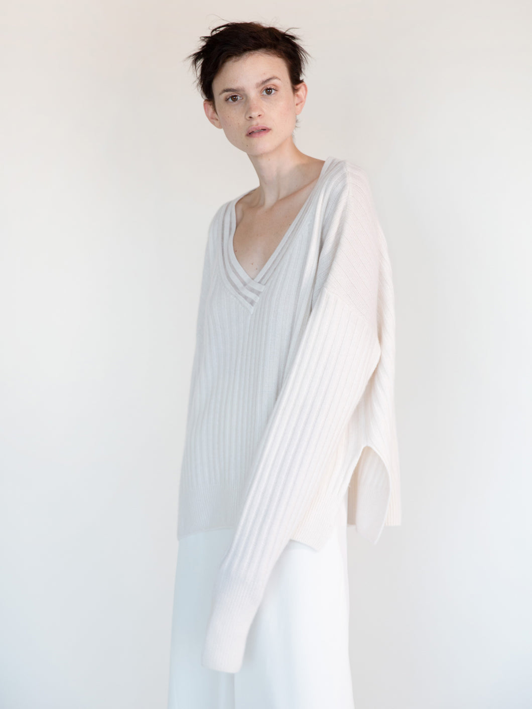 V-NECK CASHMERE RIB SWEATER WITH NYLON DETAIL