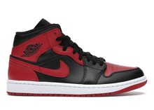 Laden Sie das Bild in den Galerie-Viewer, Jordan 1 Mid Banned (2020) - sneakergott.de
