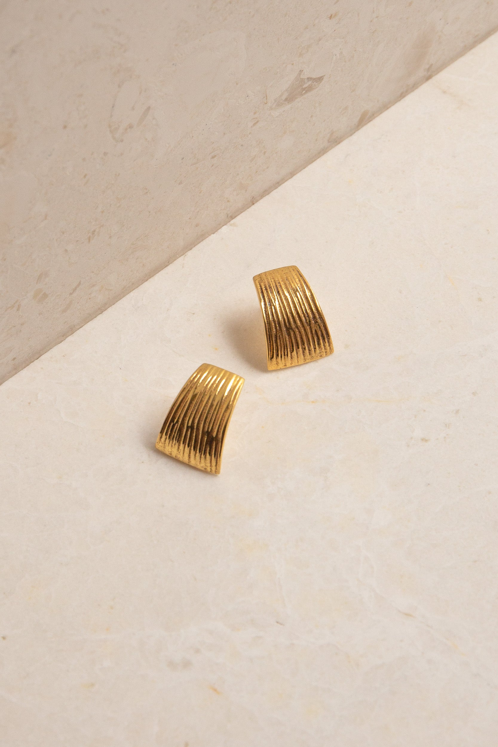 Flash Jewellery - Curve Earrings, Gold
