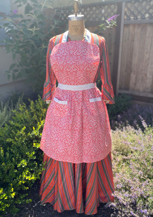 Open image in slideshow, Vintage Style Aprons