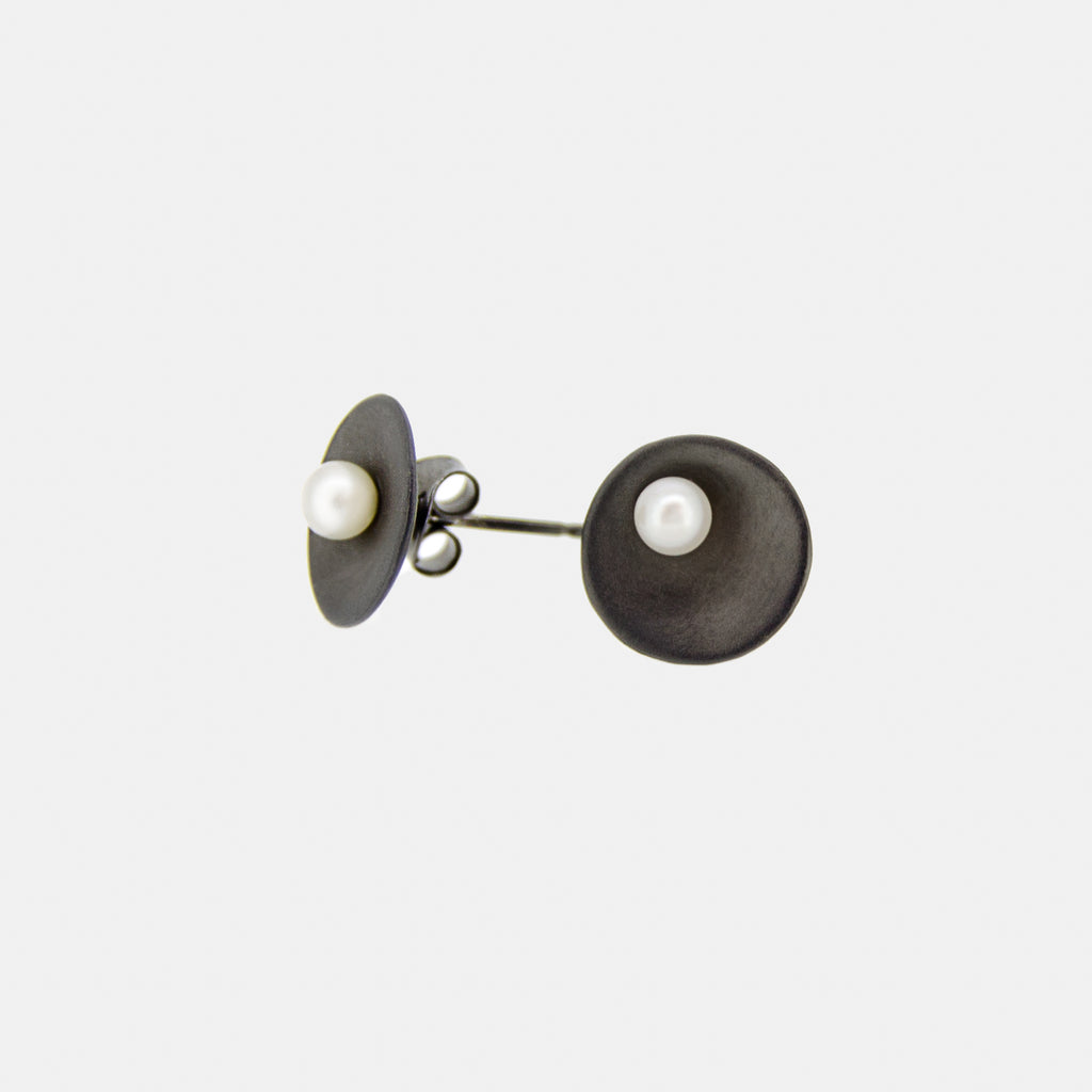 Minimalist Earrings - Ruthenium and freshwater pearls - Pargo Jewelry