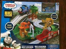Load image into Gallery viewer, Thomas & Friends Big Loader & Sodor Island Train Set
