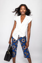 Load image into Gallery viewer, NIO STYLES │Floral print straight-cut, cropped length trousers with side pockets... regular fit. Match this number with any blouse or top for a stylish casual or office look... Great for the spring or summer