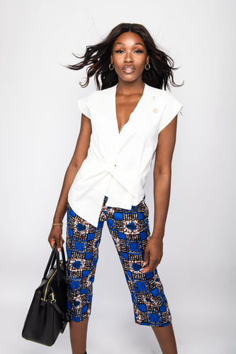 NIO STYLES │Floral print straight-cut, cropped length trousers with side pockets... regular fit. Match this number with any blouse or top for a stylish casual or office look... Great for the spring or summer