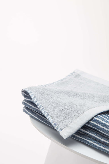FLOUFFY FEEL microfiber bath towel in blue
