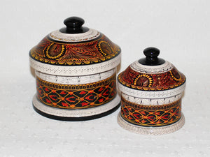 Hand-etched decorative lacquered wooden pot