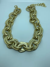Load image into Gallery viewer, Bold Chain Necklace