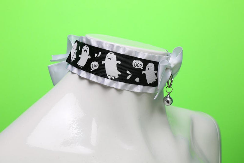 Ruffled Ghost Collar