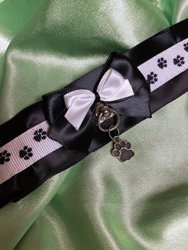 Black & White Puppy Paw Collar