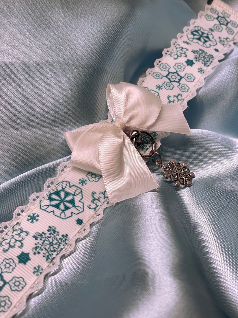 White Lace Light Blue Snowflake Collar