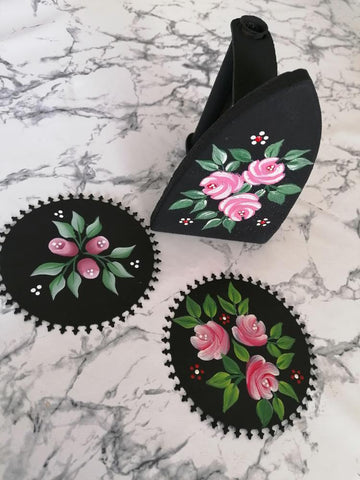 Folk Art flowers: Handpainted roses and rosebuds