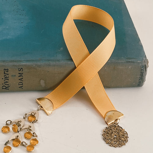 Grosgrain ribbon bookmark in a bright yellow palette, adorned with a amber beaded pendant and a gold medallion Size: approx. 12