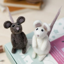 Load image into Gallery viewer, Mice Needle Felting Kit