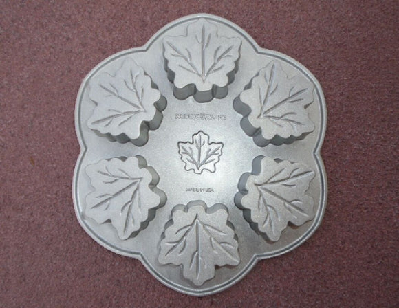 Nordicware MAPLE LEAF 6 CAKELET PAN Platinum Autumn Tree Leaves *Almond Cake NEW