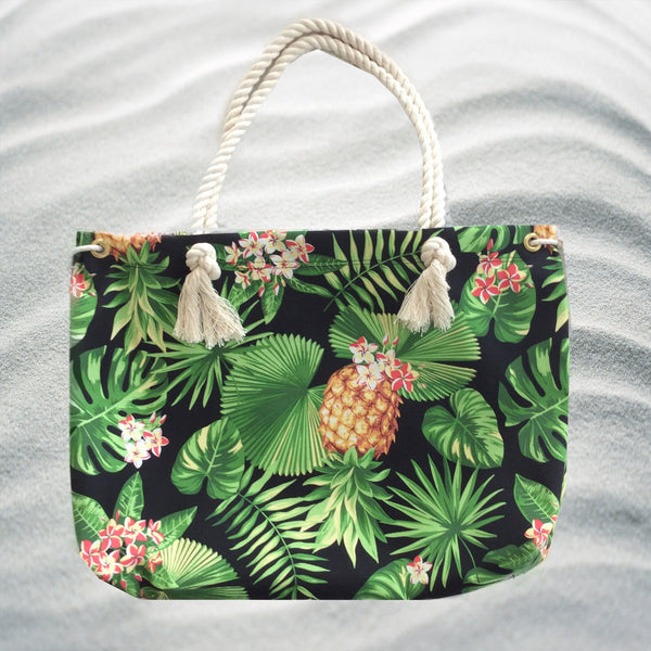 Large, boxy beach bag in polyester twill with a printed pattern.