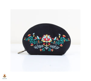 Black Canvas Makeup pouch | The sesen