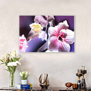 Hand painted wall art with decorative showpieces | Dekor Company