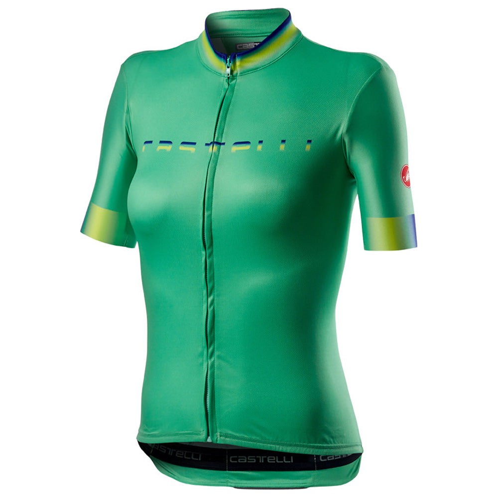 With its clean cut design and bright gradient fades, the Castelli Gradient Jersey is a classic in the making.  The jersey is made of three seperate fabrics: a ProSecco Micromesh body to wick sweat away; breathable mesh side panels to keep you cool; and four-way-stretch sleeves for optimum comfort and fit.