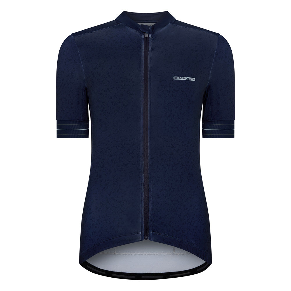 The Madison Sportive jersey will add some colour to your wardrobe while you ride and train for sportive events.