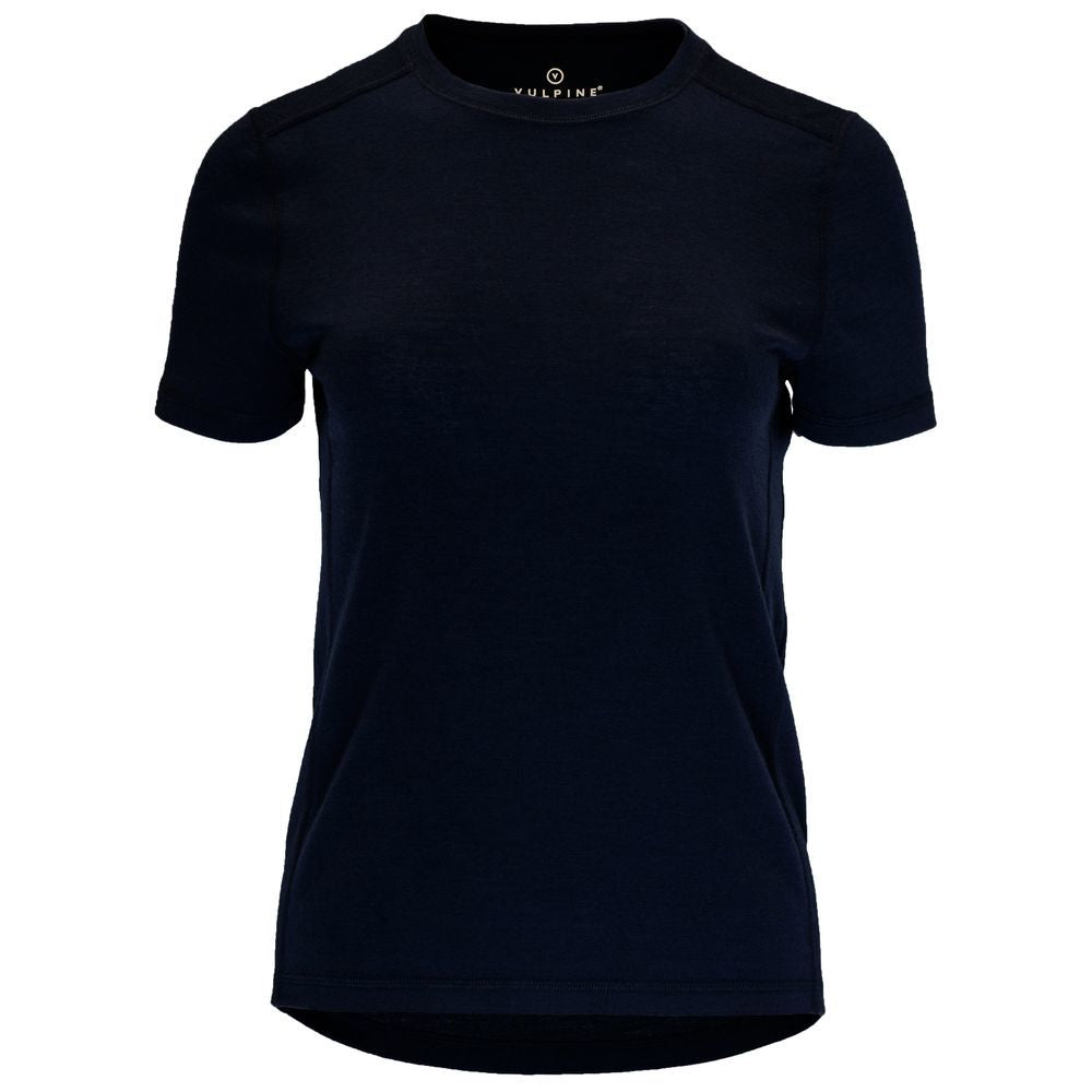 Made from 100% pure merino wool, this top is highly versatile. On the bike, this top will keep you smelling and looking fresh. Whether you wear it as a baselayer providing a breathable layer of added insulation under a jersey, or wear it on its own as you ride. It's its classic shape is sure to elevate any cycling outfit, keeping you looking elegant and classy as you ride on those warmer days. In fact, this top is so beautifully soft and well designed that we think its perfect off the bike too!