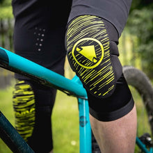 Load image into Gallery viewer, Endura SingleTrack Lite Knee Protector - Lime Green